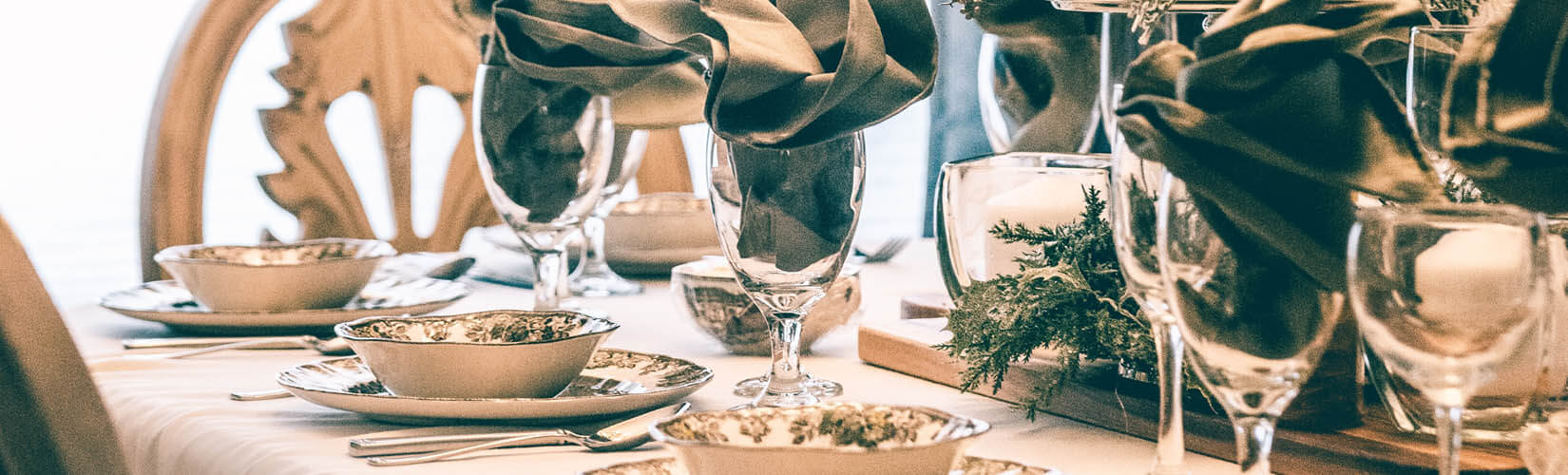 This Year's Best Christmas Table Setting Ideas