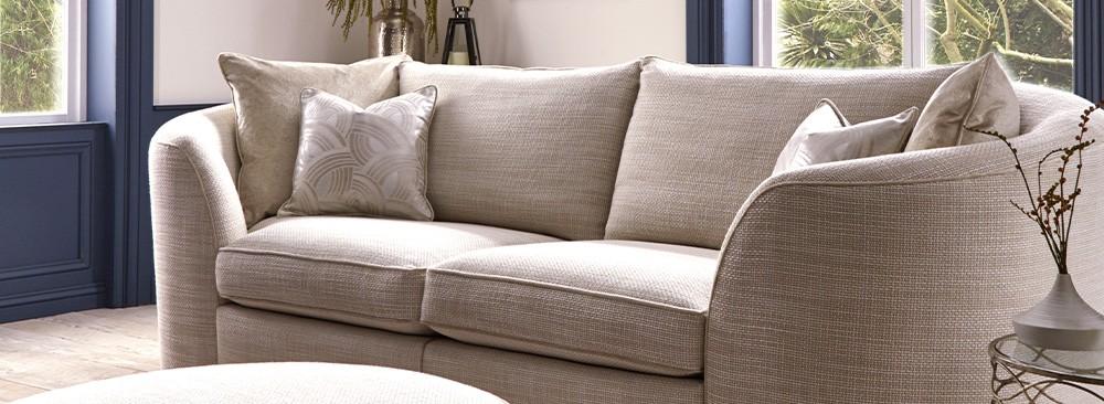 Interior Design Trends 2019 - Curved Sofas