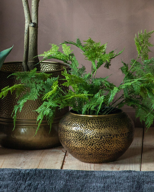 pros and cons of metal as a plant pot material